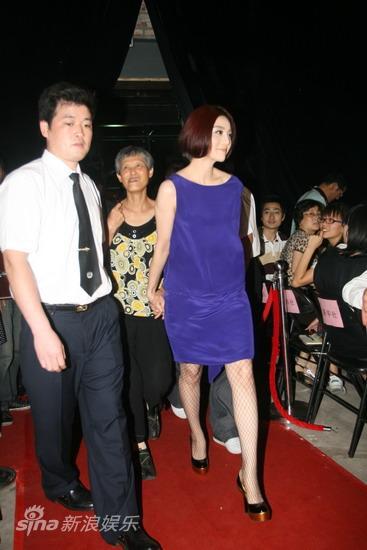 图文:09明月盛典红毯星光-范冰冰步入会场