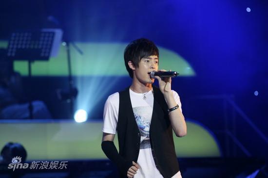 图文:2009明月盛典-付辛博演唱歌曲