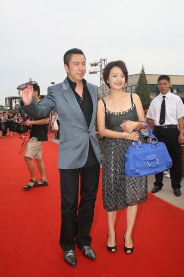 图文:众明星亮相明月盛典-王中磊携女伴上场