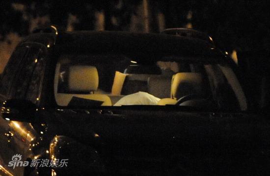 图文:孙悦与新女友树林车震--半小时后灯亮