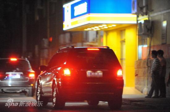 图文:孙悦与新女友树林车震--回到酒店