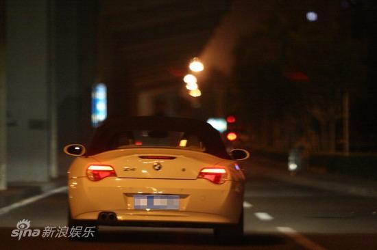 图文:孙悦与新女友树林车震--美女驾驶宝马跑车