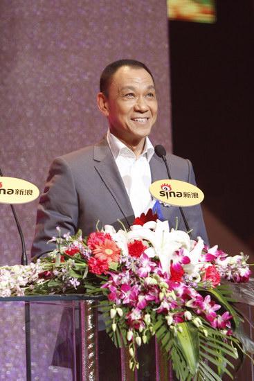 图文:王学圻获年度男演员荣誉
