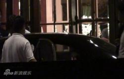 组图:周刊目击刘嘉玲6月京城夜会富豪看似亲密