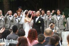 组图:陈小春应采儿婚礼新人喝交杯酒其乐融融