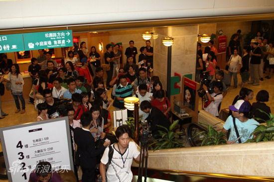 图文:林青霞新书发布会-观众准备进场图片