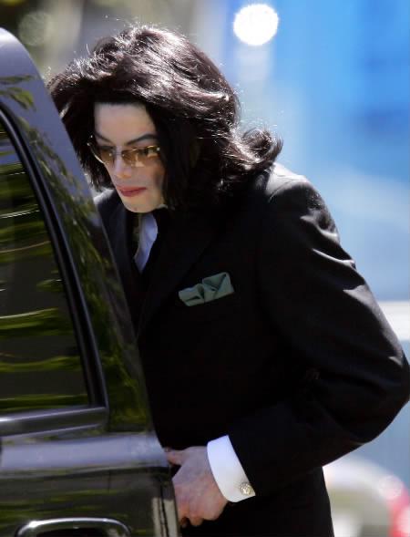 迈克尔-杰克逊2003年娈童案案情全揭秘(图)(3)