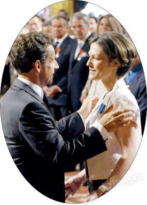 萨科齐布吕尼传婚外情法国第一家庭陷危机(图)