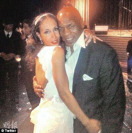 泰森携爱妻补办婚礼新婚时4岁女儿不幸逝世