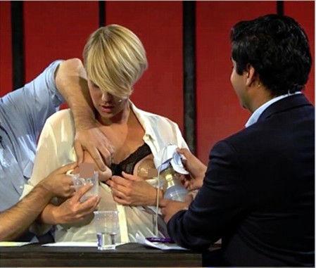 挪威喜剧女演员直播节目公开挤奶