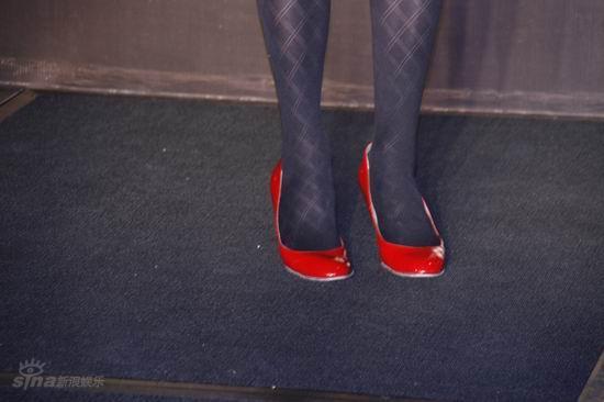 发布 会 红 鞋 黑 袜 欧美 黑 袜 美女