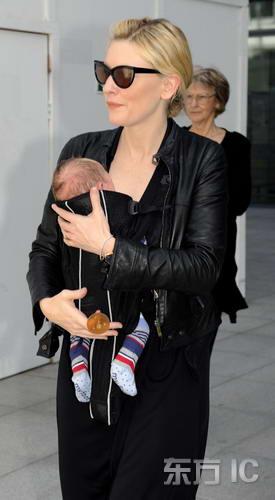 组图:凯特-布兰切特带幼子旅行洋溢幸福笑容