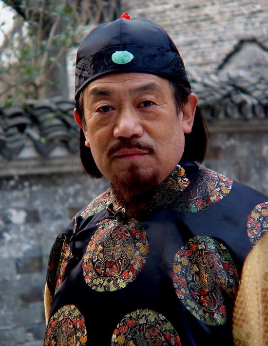 高明在《闯关东》中饰卢老爷