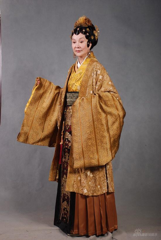 新版《红楼梦》荣宁府女眷--归亚蕾饰演王夫人