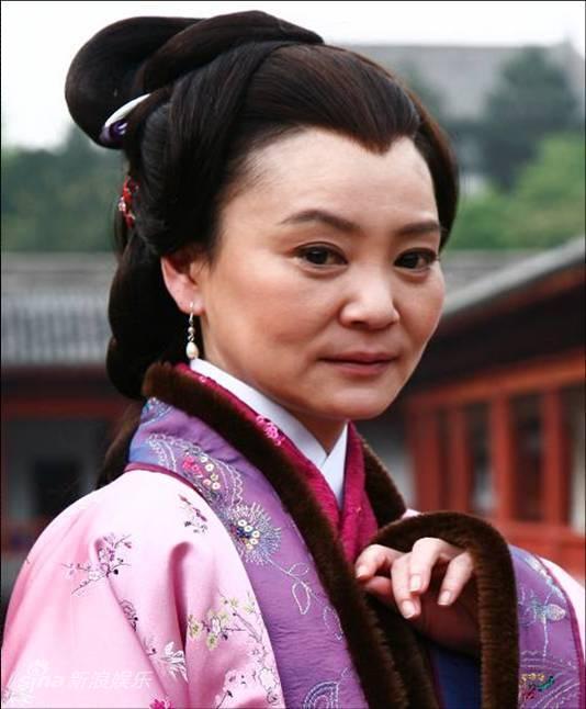 资料图:《秦香莲》主演--刘雪华饰陈母