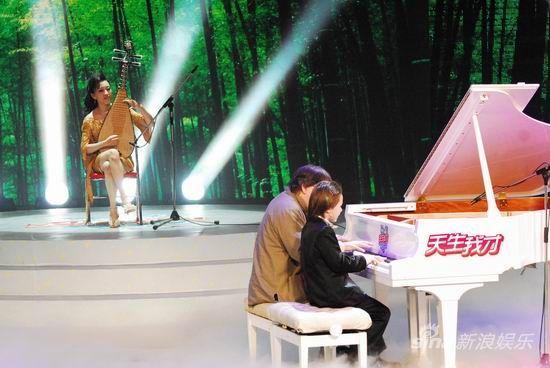 青年琵琶演奏家赵聪、爵士琴手莫大伟倾情助演朱刘