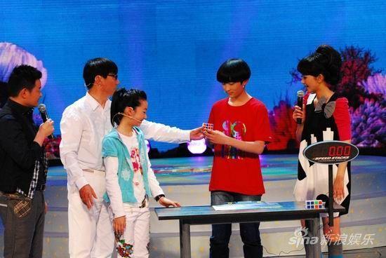范明、范美辰父女见证樊浩玮魔方奇迹