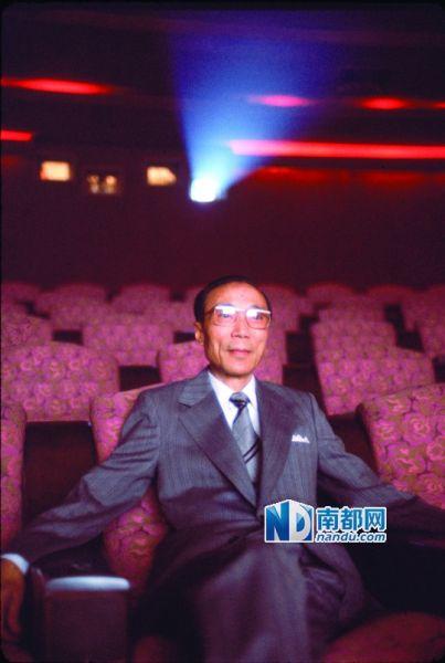 香港电视广播有限公司(无线电视)荣誉主席邵逸夫昨日6时5 5分在香港家中安详离世,享年107岁。邵逸夫是传奇娱乐大亨,也是大慈善家。