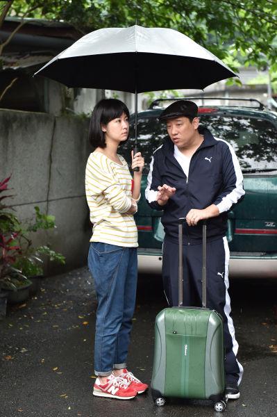 """阿庞(右)饰演""""废材""""哥哥,但很疼妹妹林心如"""