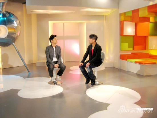 庾澄庆香港录制节目自言对靓模感兴趣(组图)