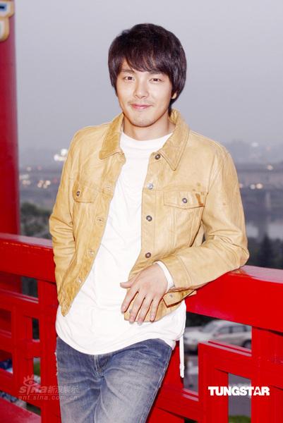 朴龙河时隔5年返韩国荧屏相信《OnAir》编导