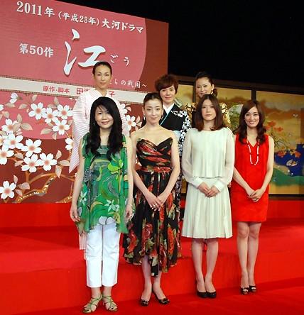 铃木保奈美时隔12年复出出席大河剧演员发表会