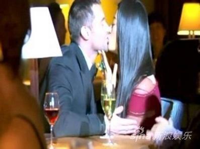 她的银幕初吻是在2011年拍摄电影《雪花秘扇》时献给休杰克曼