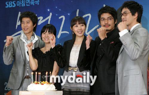 组图:韩剧《水瓶座》将播林正恩何周熙变姐妹