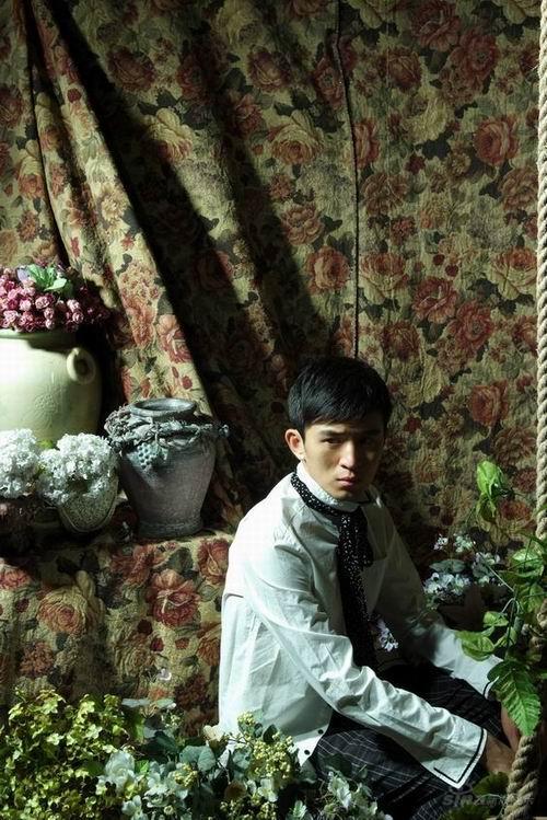 郭家铭接受国际艾美奖奖章积极准备演讲(图)