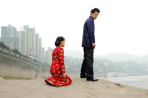 马苏《道德底线》演绎坚强女人身披婚纱遇婚变