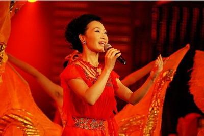 吕薇《东方红又红》观众疑为《东方》主题