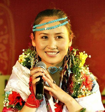 玉树歌手央金兰泽 青海卫视跨年将首唱感恩新作