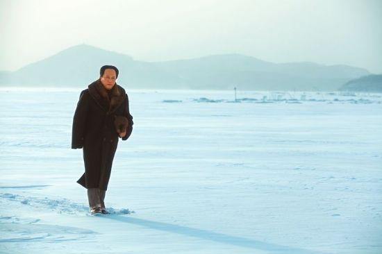 唐国强雪中行走