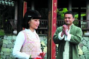 叶如萍(孙宁饰演)在戏班学戏