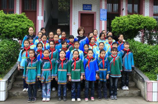 张溪芸身着少数民族服装
