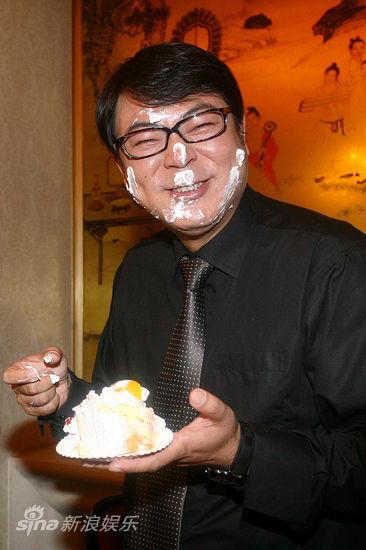 高亚麟被抹蛋糕
