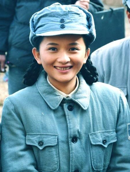 《革命人永远是年轻》热播 李依玲诠释铿锵玫