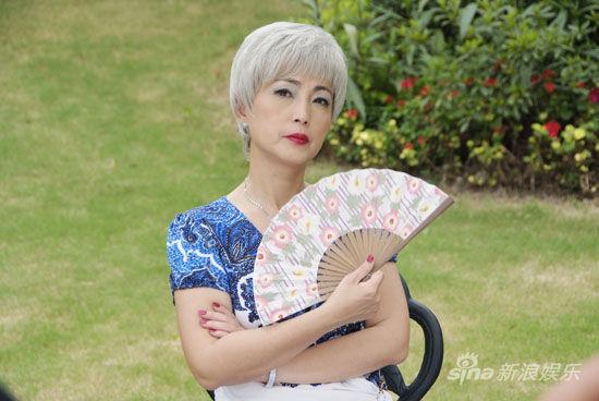 苑琼丹饰演安母
