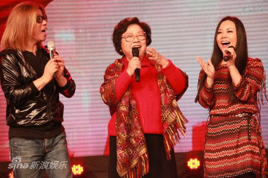 王昆与土地郭峰、郭蓉演唱《农友歌》