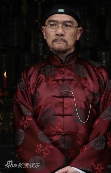 著名演员王绘春(微博)在剧中扮演的是梅老爷梅乙鹤——为了家族名誉而