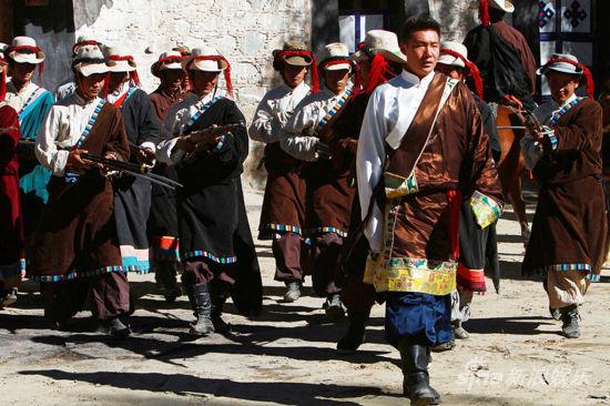 白微饰演藏族贵族子弟