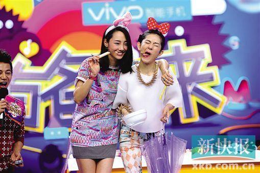 白百何(左)和谢娜