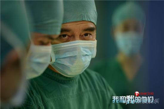手术室中的顾汉梁
