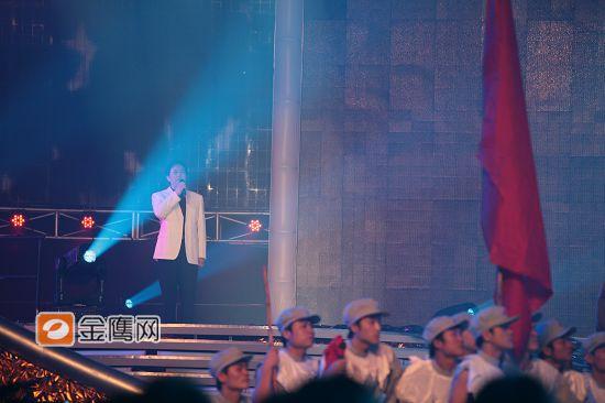 组图:唐国强金鹰开幕现场朗诵《长征・七律》