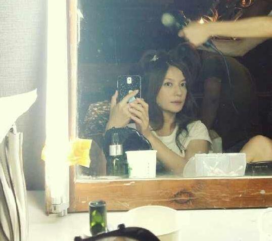 赵薇正在赶拍电视剧《虎妈猫爸》