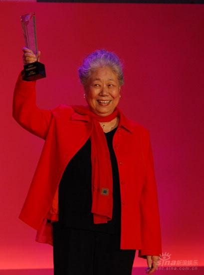 图文:韩影获2007金南方年度表演艺术贡献奖