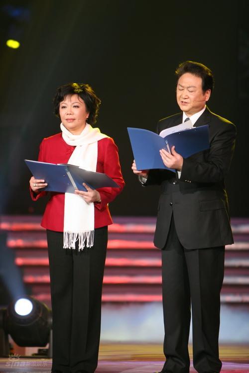 图文:湖南卫视元宵喜乐会--丁建华、乔榛朗诵
