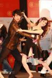 组图:《公主小妹》香港造势吴尊跳舞猛流汗