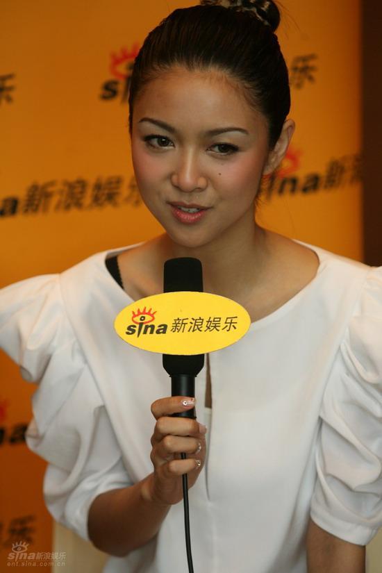 图文:《新不了情》主演聊天-薛凯琪大方可爱
