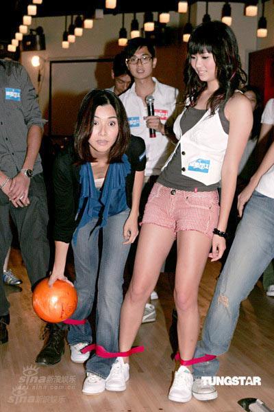 图文:《法证先锋2》保龄球赛--蒙嘉慧瞪眼扔球